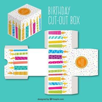 Carino tagliare scatola con candele di compleanno