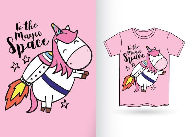 Carino unicorno disegnato a mano per maglietta