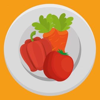 Carota e pepe freschi con le verdure del pomodoro