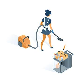 Carrello di pulizia e cameriera in uniforme con grembiule