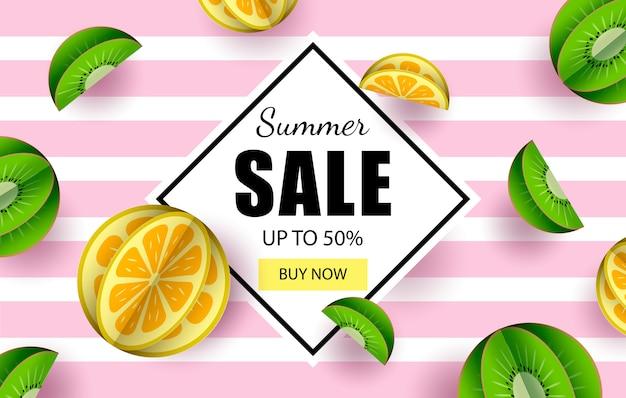 Carta di banner di vendita estate tagliato da limone e kiwi