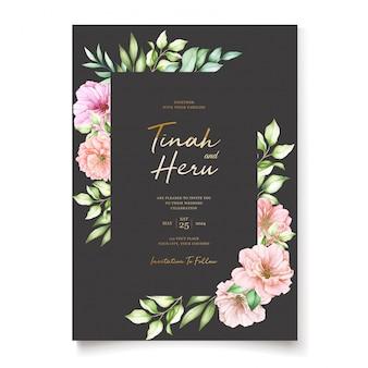 Carta di invito di nozze con disegno floreale di fiori di ciliegio