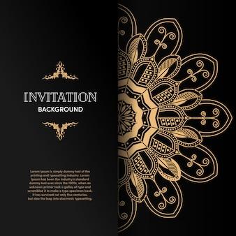 Carta di invito mandala oro di lusso con sfondo nero