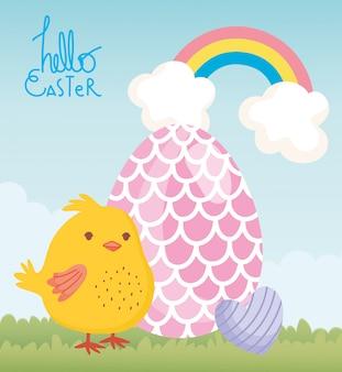 Carta di pasqua felice, pollo con uovo e cuore decorazione arcobaleno cielo