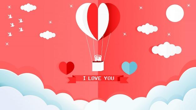 Carta di san valentino di palloncino a forma di cuore rosso e bianco sul muro in un angolo della stanza.