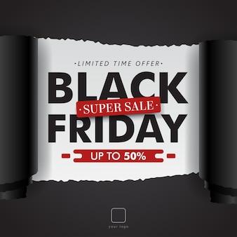 Carta rotolata strappata vendita nera di venerdì isolata sul nero.