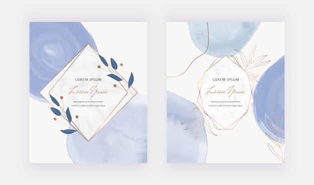 Carte acquerello tratto pennello blu con cornici geometriche in marmo, linee e foglie.