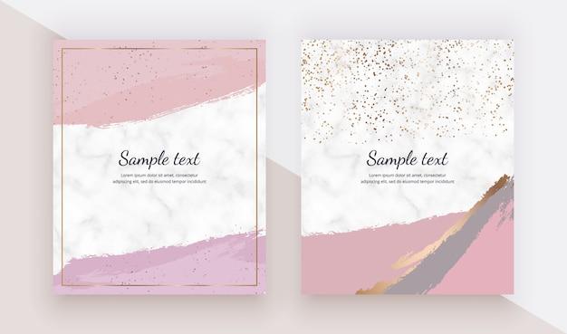 Carte con texture tratto pennello acquerelli rosa, coriandoli oro sulla trama marmo.