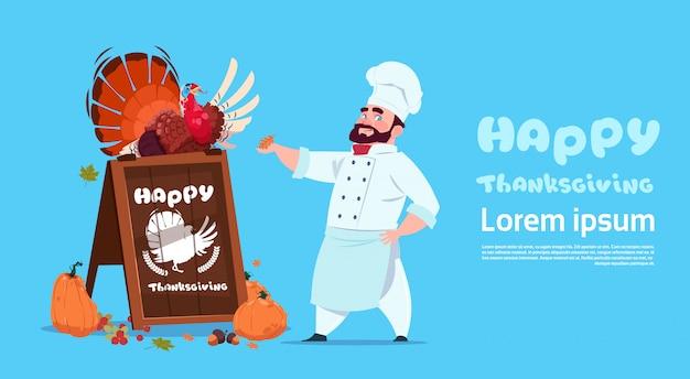 Cartolina d'auguri di autumn traditional menu concept del cuoco unico maschio cook holding turkey del cuoco unico felice di giorno di ringraziamento