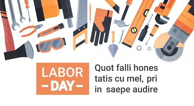 Cartolina d'auguri di festa del lavoro sopra l'insieme degli strumenti di lavoro della costruzione e di riparazione