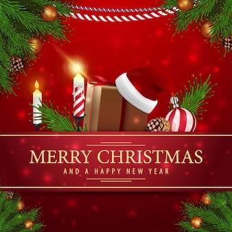 Cartolina di natale rossa con regali di natale e candela