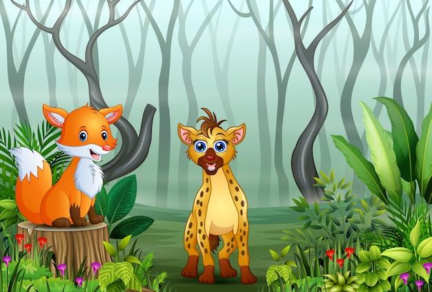 Cartone animato di iena e volpe nella foresta nebbiosa