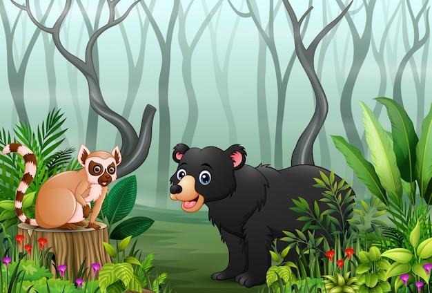 Cartone animato di lemure e orso nella foresta nebbiosa