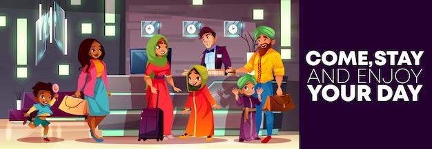 Cartone animato sfondo della reception dell'hotel, flyer o poster pubblicitario, banner con famiglia araba