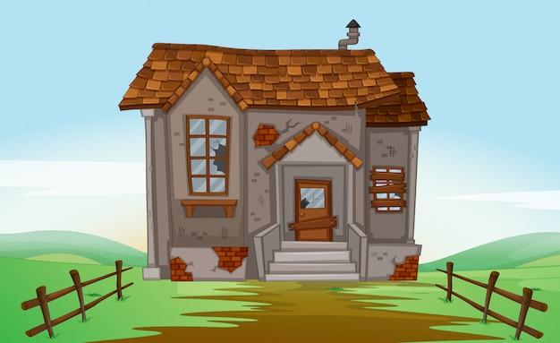 Casa rovinata nel campo