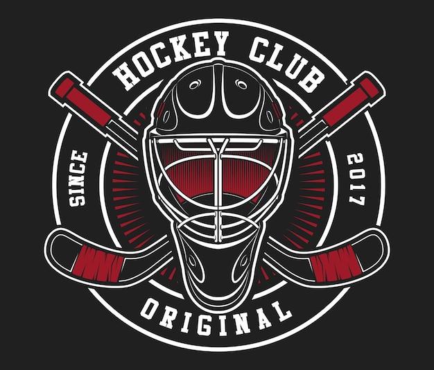 Casco da hockey con bastoni su sfondo nero scuro. il testo è sul livello separato.