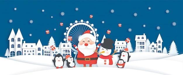 Celebrazioni di natale con babbo natale nel villaggio di neve per la cartolina di natale