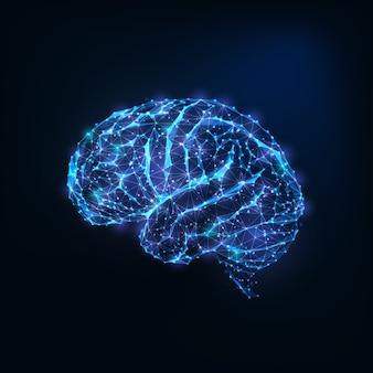 Cervello basso poligonale incandescente futuristico come linee collegate, stelle isolate su fondo blu scuro.