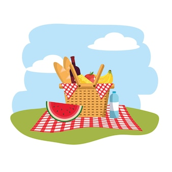 Cestino con frutta e pane nella decorazione della tovaglia