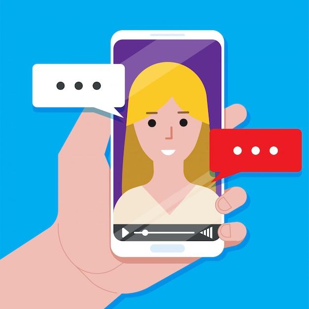 Chat video online sull'illustrazione dello smartphone, finestra del lettore video cartoon piatto con parlare di ragazza felice e messaggi di discorsi di bolle sul concetto di telefono dell'app di chat online, chiamata su internet