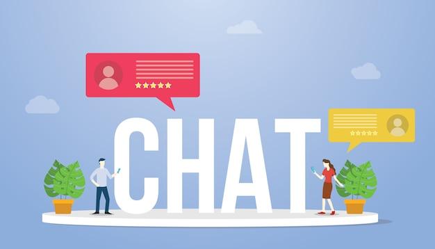 Chatta in grande testo o parola con le persone che chattano e tengono lo smartphone e l'icona della chat con uno stile piatto moderno
