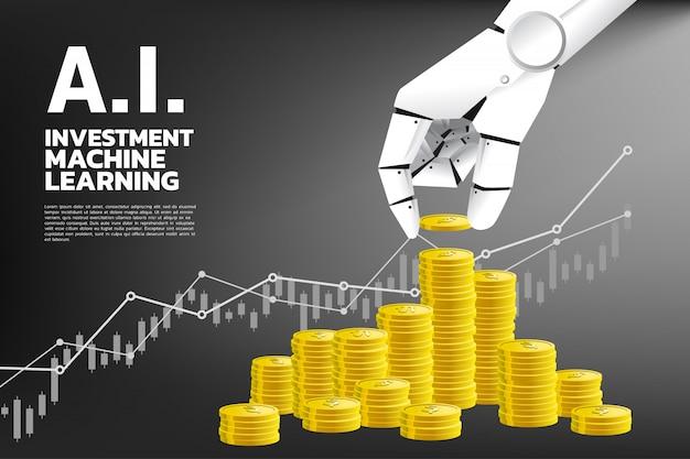 Chiuda sulla mano del robot con la moneta e la pila di moneta dorata.