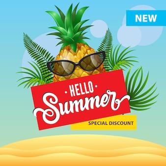 Ciao estate, nuovo poster di sconto speciale con ananas di cartone animato in occhiali da sole, foglie di palma