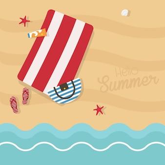 Ciao illustrazione del quadrato di estate vista dall'alto della spiaggia vuota esotica con asciugamani blu a strisce, borsa, crema solare, pantofole