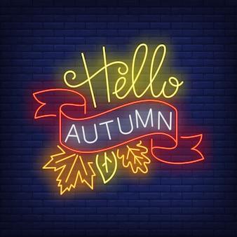 Ciao insegna al neon d'autunno con nastro e foglie di autunno