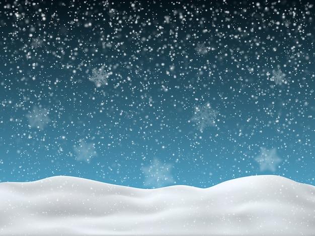 Cielo blu invernale con neve che cade