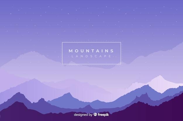 Cielo notturno sopra la catena di montagne