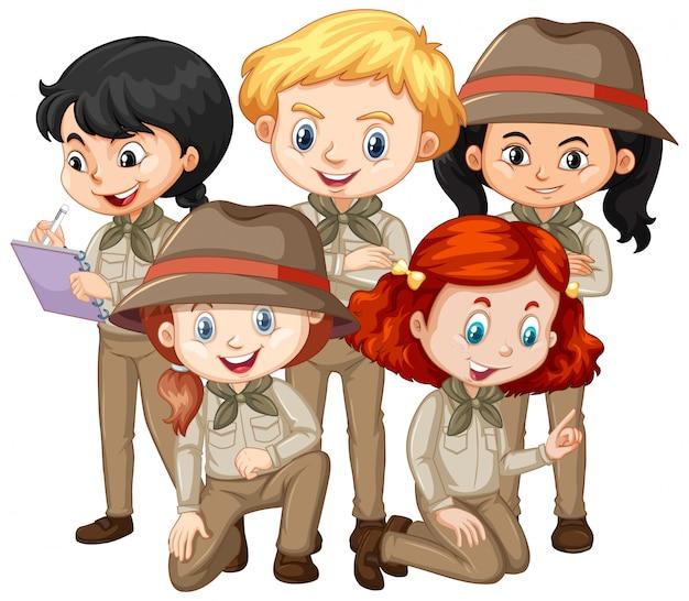 Cinque bambini che indossano abiti da safari