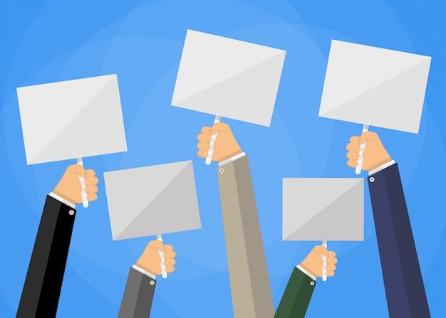 Cinque mani di uomini d'affari del fumetto che tengono i cartelli vuoti bianchi
