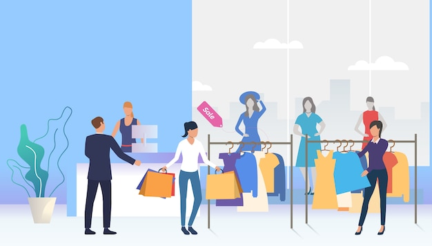 Clienti che scelgono e comprano i vestiti nel negozio