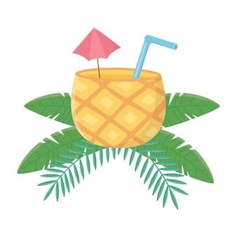 Cocktail di ananas isolato