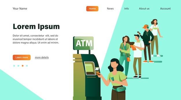Coda di persone in piedi per l'utilizzo di atm. cliente della banca che inserisce la carta di credito nello slot per la transazione. illustrazione vettoriale per affari, banche, concetto di finanza