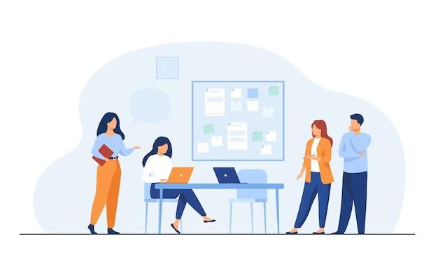 Colleghi che lavorano insieme sul progetto
