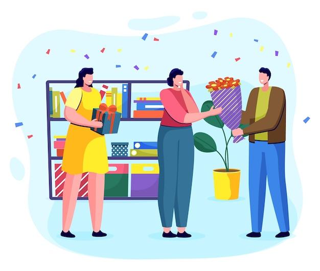 Colleghi di ufficio che accolgono collega con il compleanno