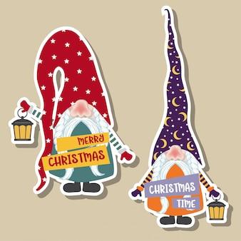 Collezione di adesivi natalizi con simpatici gnomi. design piatto