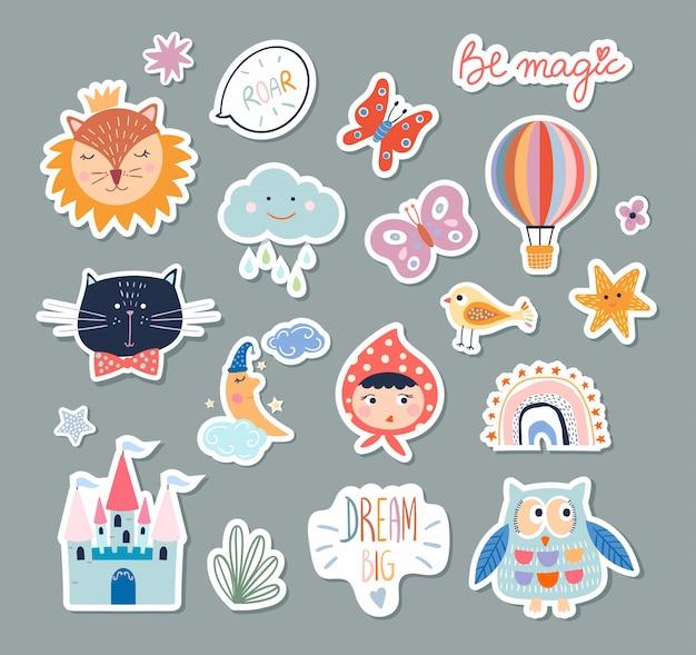 Collezione di adesivi per bambini con diversi elementi carini