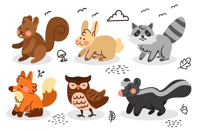 Collezione di animali della foresta di autunno disegnato a mano