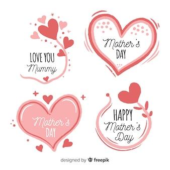 Collezione di badge disegnati a mano cuori e fiori della mamma