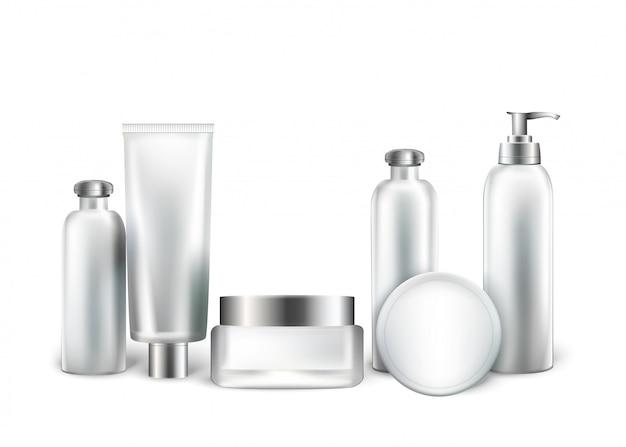Collezione di bottiglie bianche e tubi per cosmetici