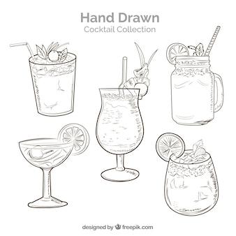 Collezione di cocktail disegnati a mano con stile abbozzato
