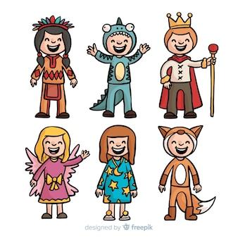 Collezione di costumi di carnevale di bambini disegnati a mano