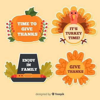 Collezione di etichette del giorno del ringraziamento in design piatto