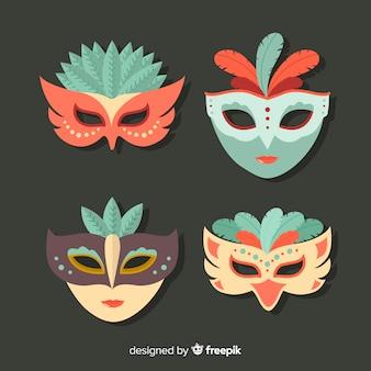 Collezione di maschere di carnevale