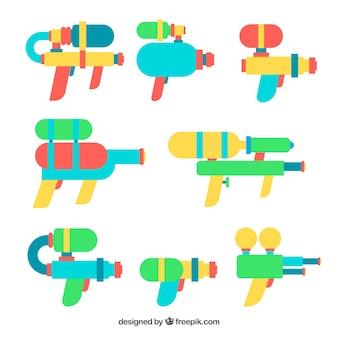 Collezione di pistole d'acqua colorate in stile piano