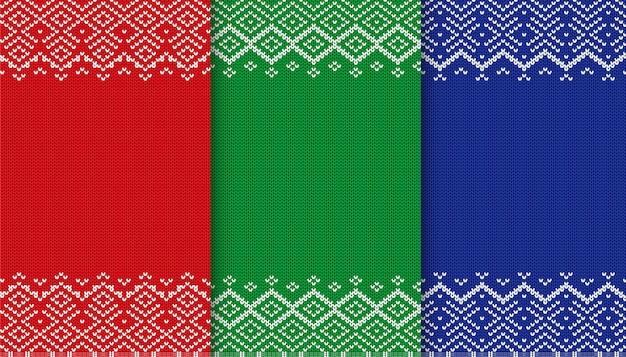 Collezione di texture maglione a tre colori. sfondo di natale a maglia. ornamento geometrico rosso, verde e blu.