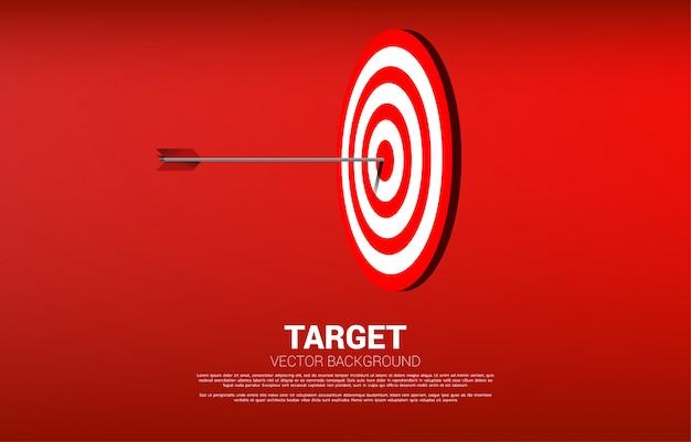 Colpo di tiro con l'arco della freccia al centro del bersaglio